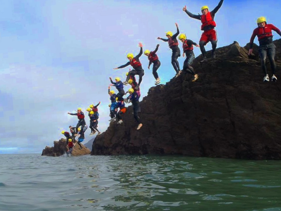 devon, coasteer, coasteering, jump, group activities