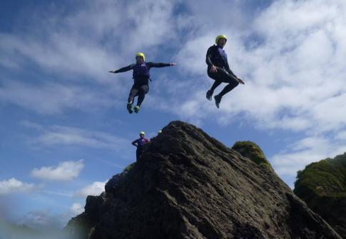 coasteering devon, coasteering croyde, watersports devon, things to do near me, whats on, adrenaline activities, adrenaline, stag activities