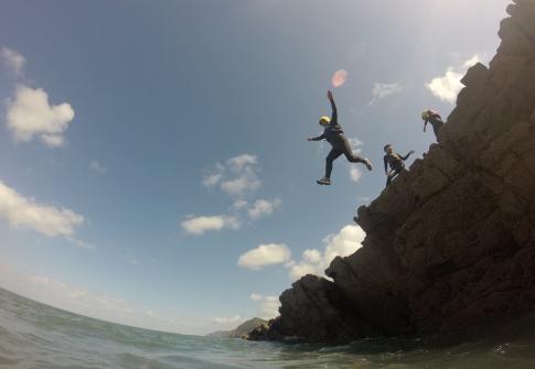 coasteering devon, coasteering north devon, coasteering croyde, croyde, family activities, adrenaline activities near me, stag activities, private coasteering