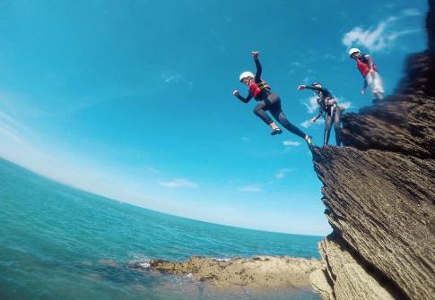 coasteering, paddleboarding devon, coasteering croyde, adenture, adrenaline, party SUP