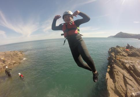 coasteering, coasteering devon, north devon, adrenaline, explore devon, team working, woolacombe, croyde