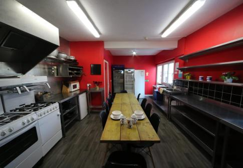kitchen, backpackers, traveller accommodation, cheap accommodation devon