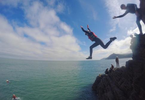 coasteering devon, coasteering croyde, watersports devon, things to do near me, whats on